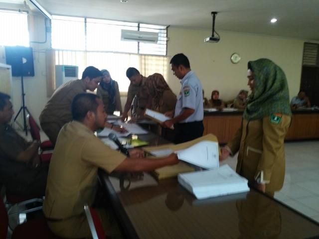 Penyerahan KPE dan SK CPNS Tenaga Honorer Kategori II