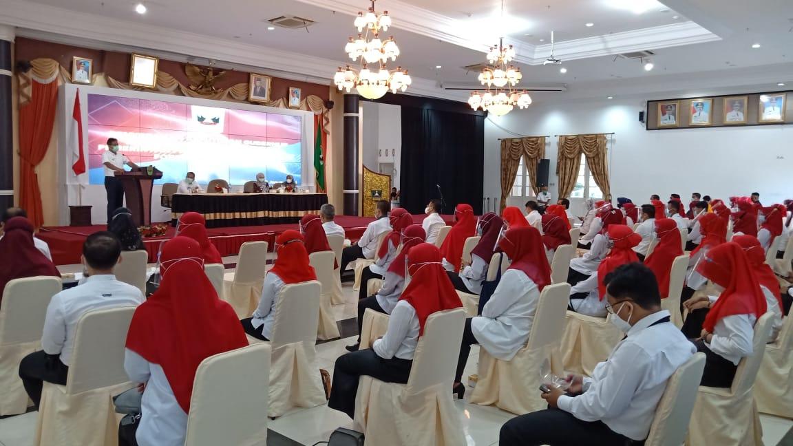 Gubernur Irwan Prayitno Serahkan SK CPNS Formasi Tahun 2019